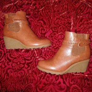Cloudwalkers NEW 10 Wide Brown Wedge Boots Booties